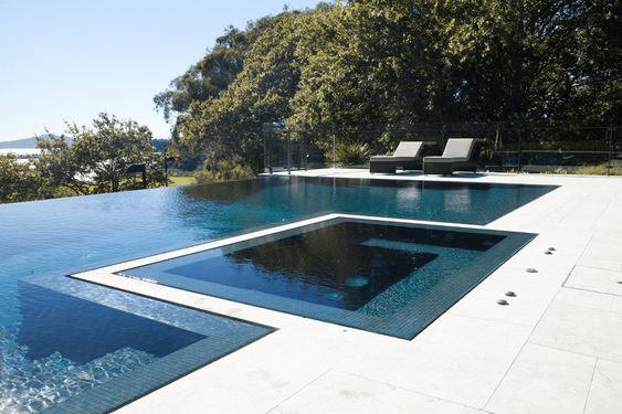 Contoh kolam renang Flush Zero Edge