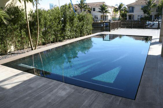 Contoh kolam renang Underflow atau Hidden Flow