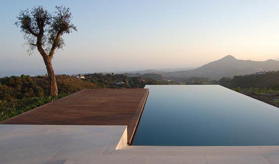 Petite infinity pool